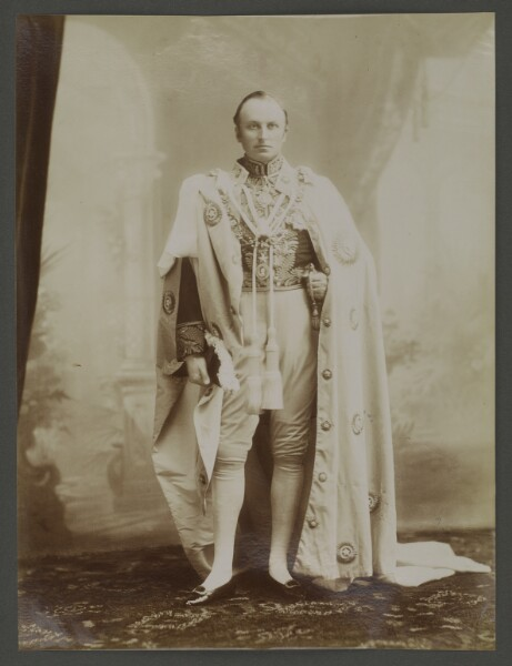 His Excellency The Right Honourable George Nathaniel Baron Curzon, P. C., G. M. S. I., G. M. I. E. Viceroy and Governor-General of India.' Photographer: Bourne and Shepherd [‎10r]. Photo 430/78/3